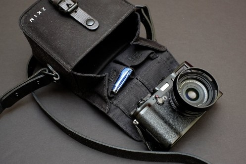 Fujifilm_X100LE_10_zkin_bag_review_mothman